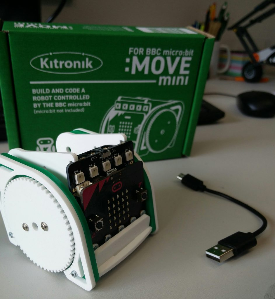 The assembled Buggy kit with Micro:Bit